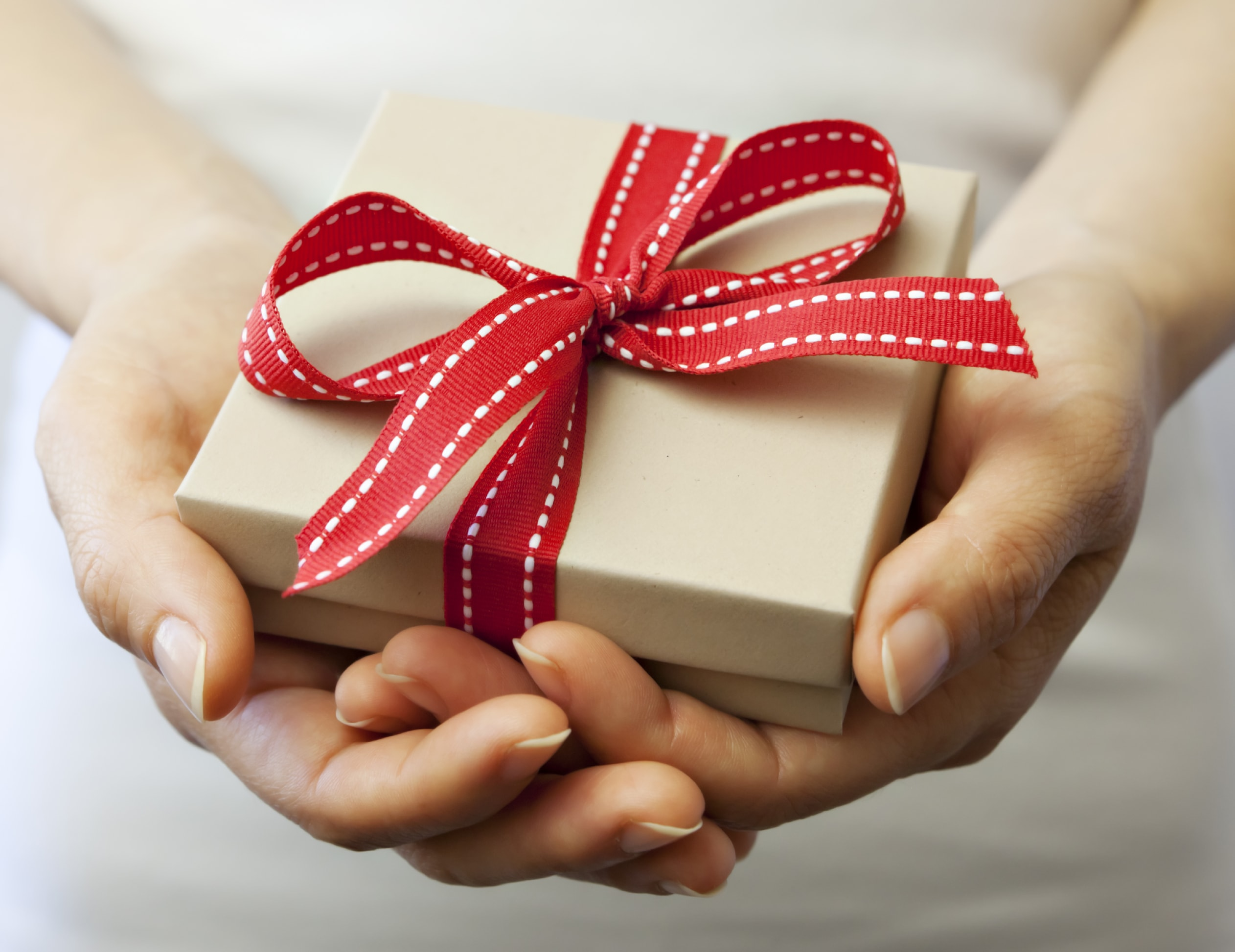 gift-iStock_000018117668Large-min